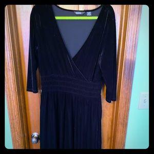 Velvet midi dress, black.